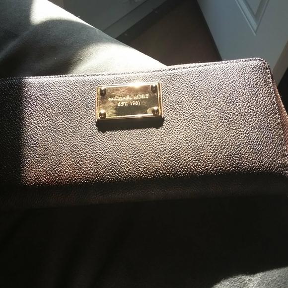 Michael Kors wallet 17 credit card pockets,brown